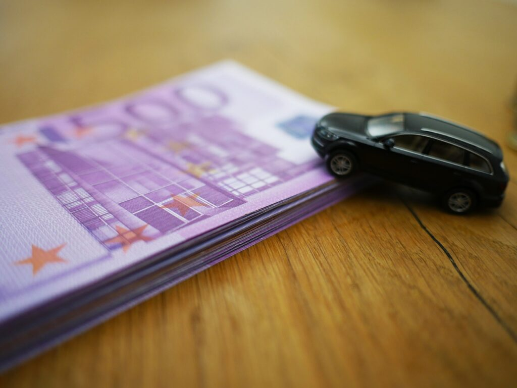 spese auto denaro con veicolo vicino