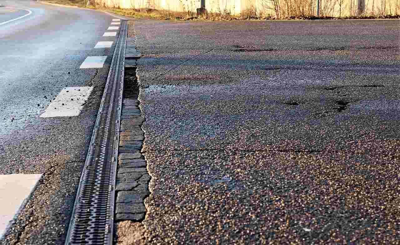 Danni per buche stradali? Chiedi il risarcimento